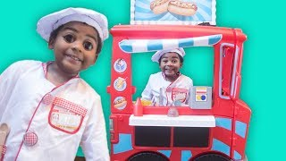 GOO GOO GAGA PRETEND PLAY WITH FOOD TRUCK! Learn to eat healthy in Johny Yes Papa Skit