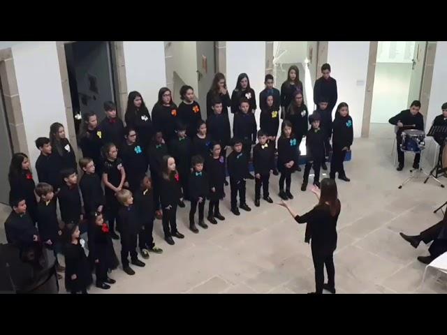 Coro de niños de la Filarmónica de Lugo en la vieja cárcel