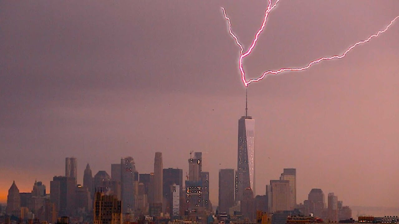 Lightning Strikes One World Trade Centre - YouTube