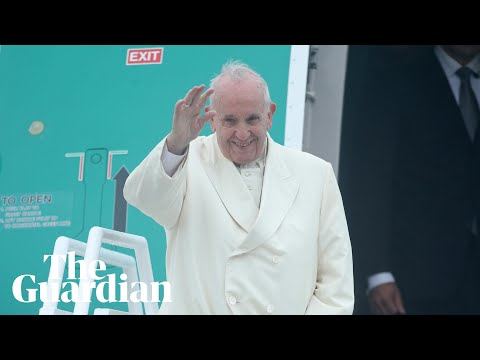 Pope Francis greets crowds in Knock, Ireland