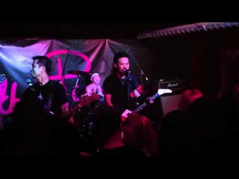 Hattallica - Seek and Destroy Live Clip London