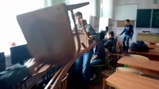 ШКОЛЬНИКИ ДЕРУТСЯ НА УРОКЕ! - МОНТАЖ