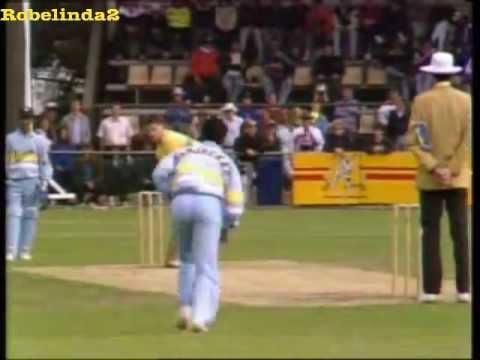 Sanjay Manjrekar bowling foxes Australia