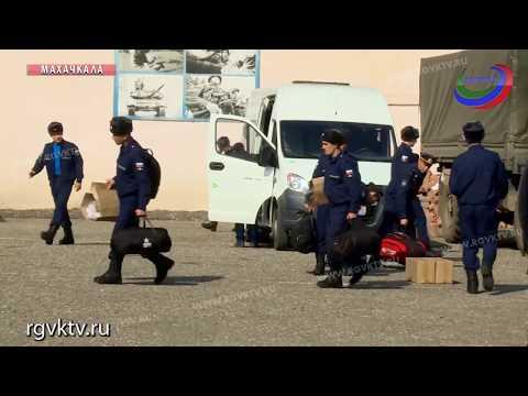 Около 100 дагестанских призывников отправились на службу в армию