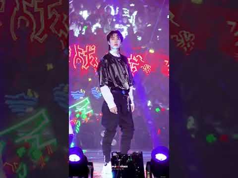 [FANCAM] 191228 Wang Yibo - all that matters&i'll show you @ Tencent Starlight Awards