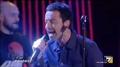 Diodato dal vivo sul palco di Propaganda Live con la sua 'Fai Rumore'