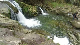 Очень красивый водопад,завораживает