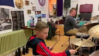 Tom Driehuizen drumt Smells Like Teen Spirit