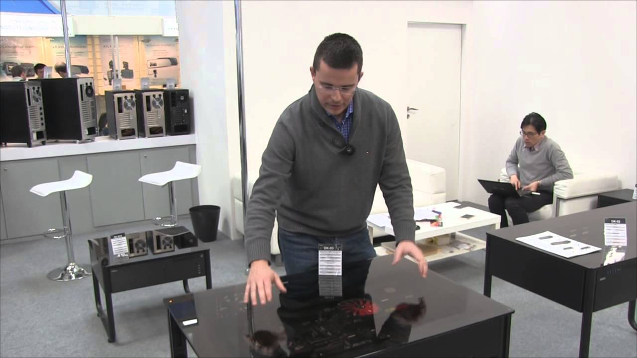 cebit 2015 lian li dk 03 tisch geh use hands on youtube. Black Bedroom Furniture Sets. Home Design Ideas