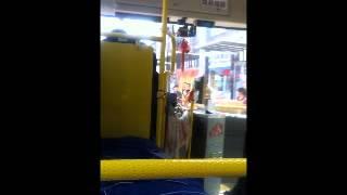 中国にて。 路線バスに乗り込むと、聞き覚えのある曲が... (ちなみに、...