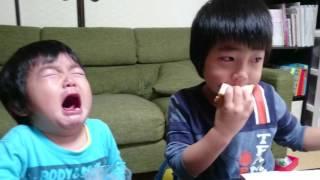 おもしろい動画☆兄弟対決(4歳VS2歳)子ども thumbnail