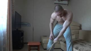 Как накачать спину в домашних условиях   Широчайшие мышцы спины   тяга к поясу   домашний тренинг(Данное видео входит в состав кратких курсов по укреплению мускулатуры, тренировок в домашних условиях,а..., 2013-06-26T13:57:47.000Z)