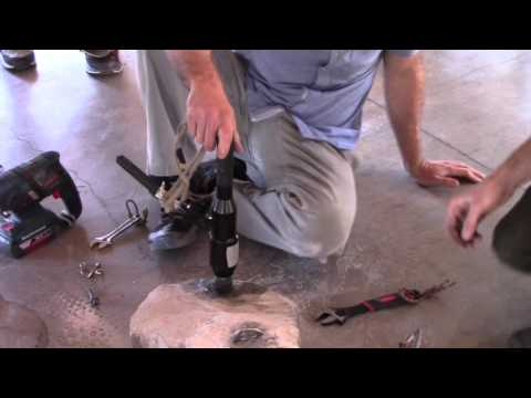 Hydraulic Puller Wedge Bolt Removal