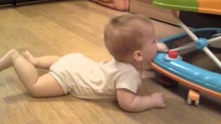 малыш сел сам!!!(, 2011-12-16T09:15:38.000Z)