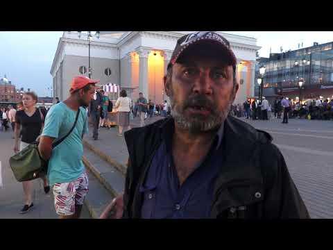Смотреть Жизнь бездомных на площади 3 вокзалов онлайн