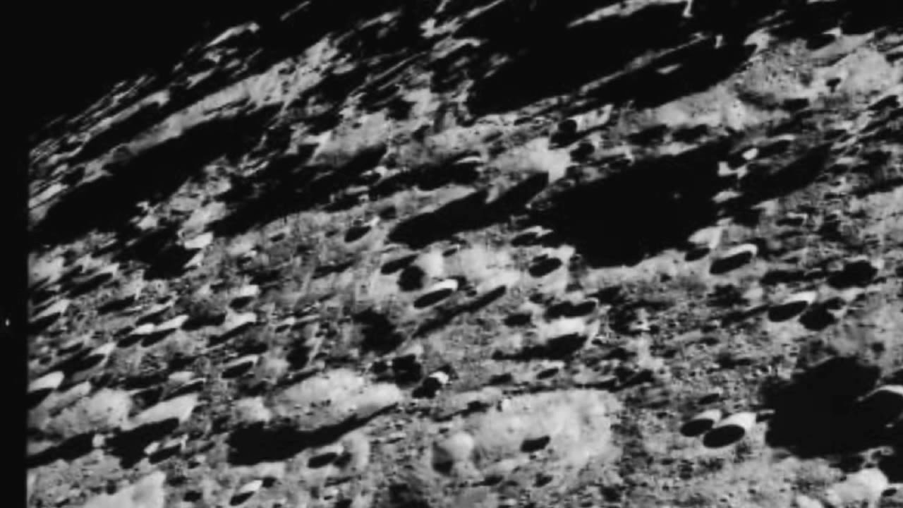Real Unblurred Surface Of The MOON Is Crawling With ALIENS ...