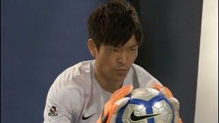 浦和レッズのゴールキーパー西川周作選手が、試合同様の真剣な目線で撮...