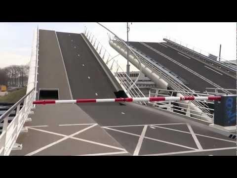 Разводной мост в Амстердаме