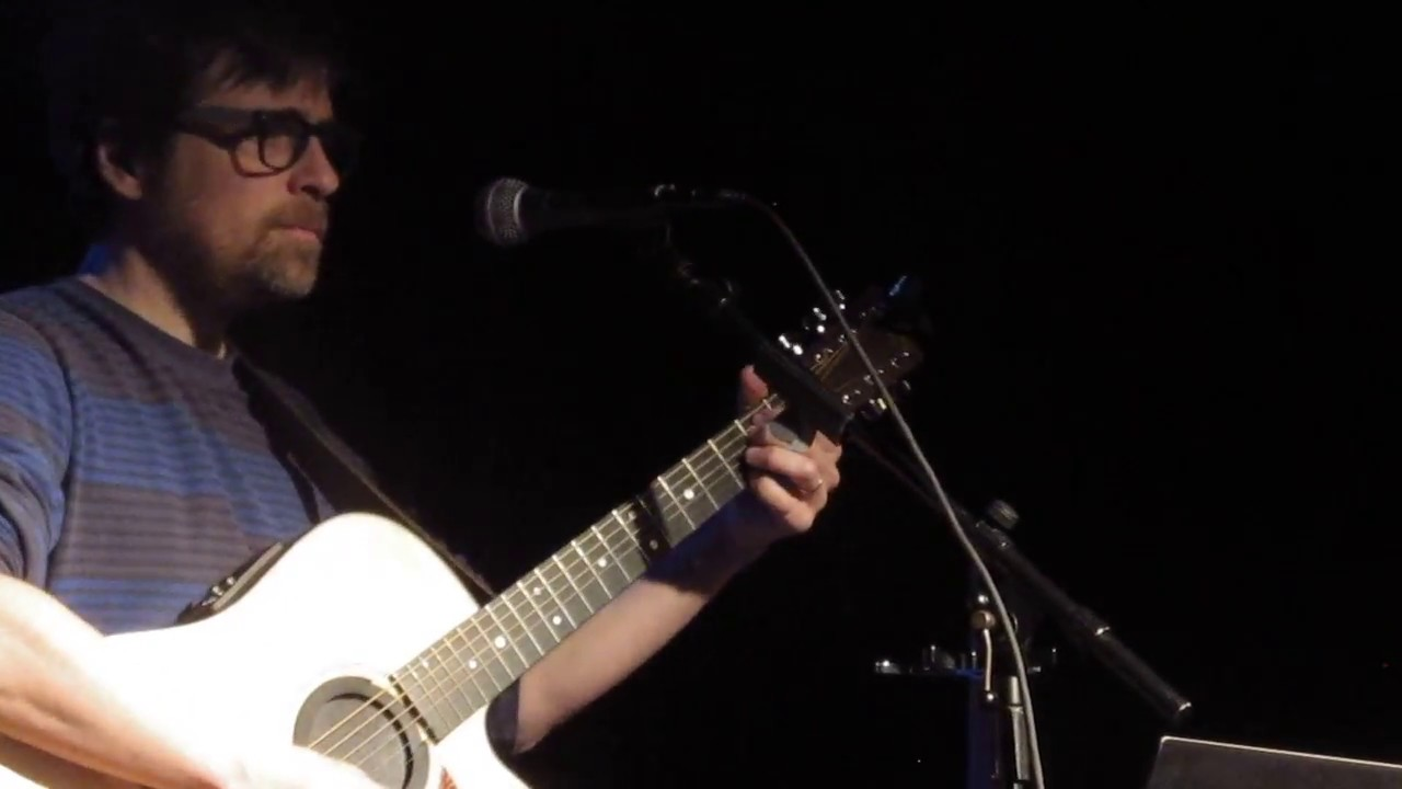 Rivers Cuomo performs intimate 27-song solo show in Chicago: Setlist