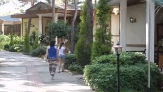 утопия ворлд отель аланья. июнь 2015г. по лестнице к вилле.(утопия ворлд отель. спускаемся по лестнице к своей вилле., 2015-08-08T15:41:45.000Z)