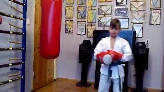 VLOG: Как правильно пробивать удары ногами/ Урок 1/ Костины медали/How to punch blows feet