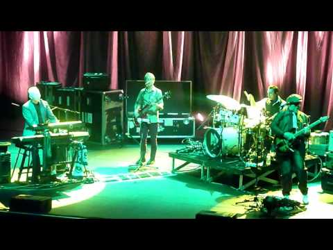 """Joe Jackson """" Scary Monsters (and Super Creeps) """" David Bowie cover Paris Olympia 18022016"""