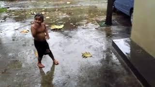 Download Video Viral lucu....Mandi kaget petir... MP3 3GP MP4