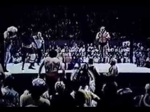 Super Destoyer & Johnny Valentine vs Sonny King & Swede Hanson