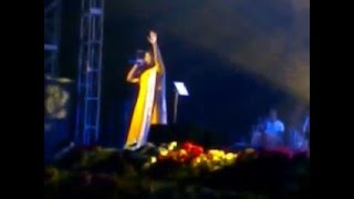 Shreya Ghoshal Singing Teri Meri In Her Kolkata Concert