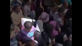 شاهد هذا الفيديو   شاب يتحرش بفتاة أثناء ازدحام الناس على المعبر رفح