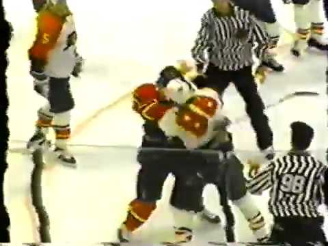 Philadelphia Flyers Eric Lindros 3rd Season 1994 95 fights 3 different players in 4.4 seconds TKO