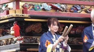 高岡市に縁のある風吹ジュンさんが伏木の祭りに来ました.
