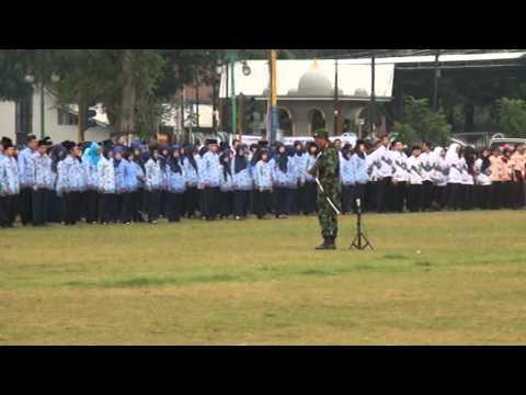 Komandan Upacara Memasuki Lapangan Upacara