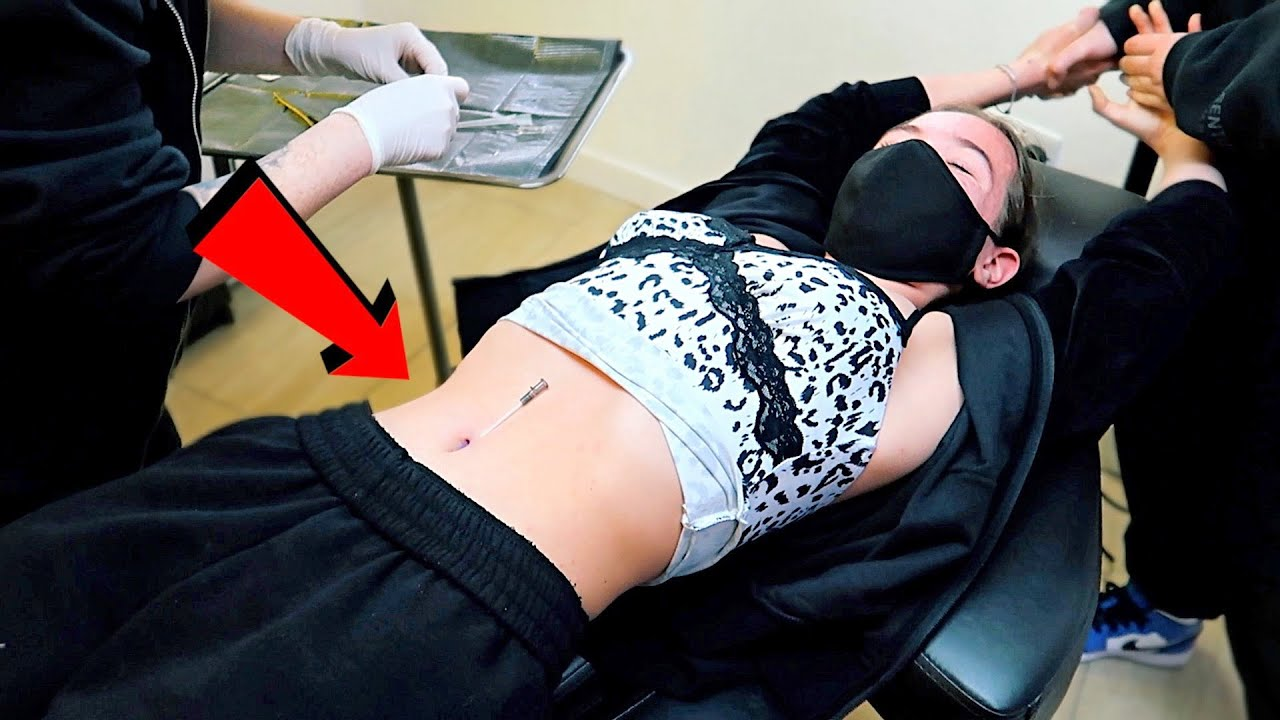 13 YR OLD GETS BELLY PIERCED! *SHE PASSED OUT! 😰