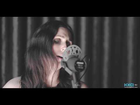 "Chelsea Wolfe, ""16 Psyche"" Live on KXCI"