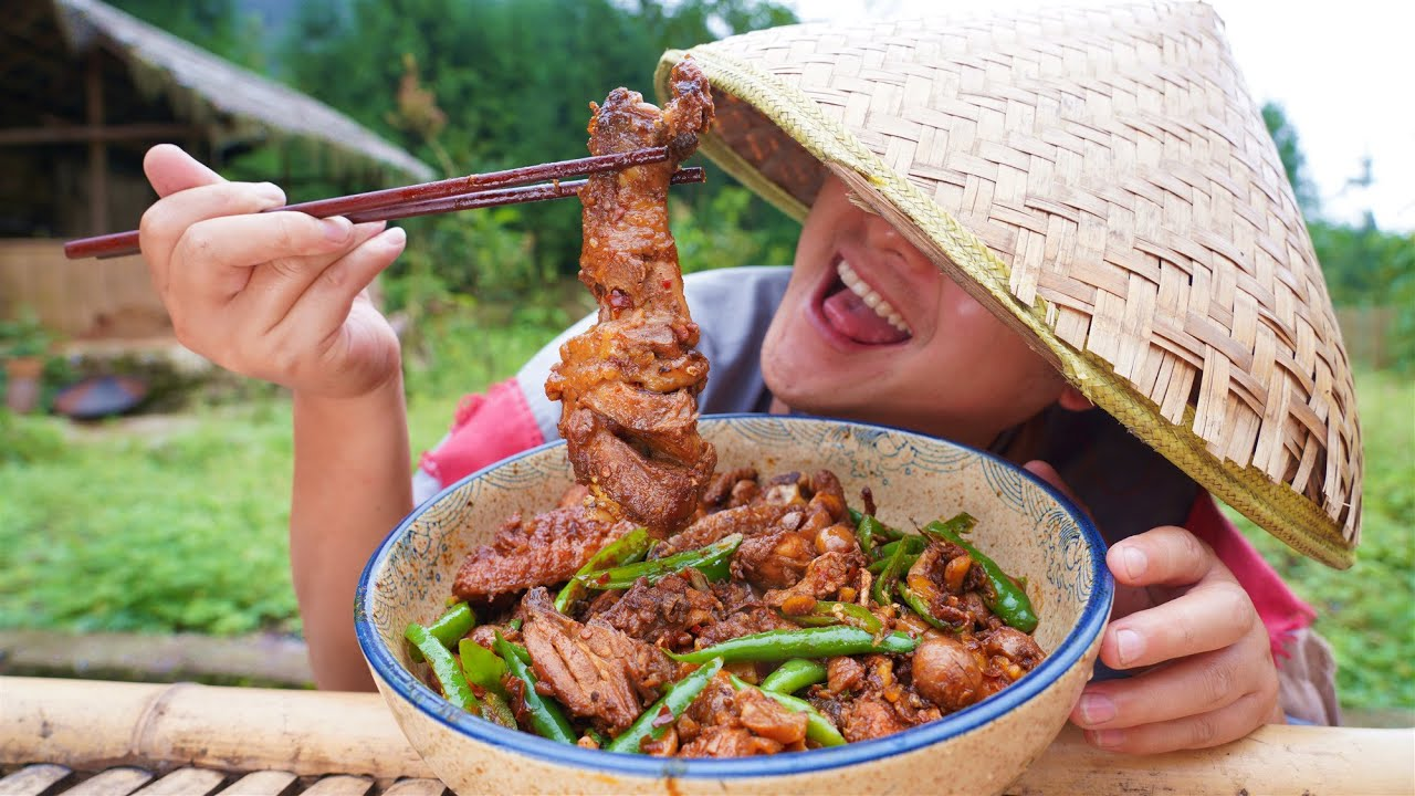【Shyo video】邻居家的板栗熟了,摘回家和土鸡烧上一盘,香辣入味,巴适得板!