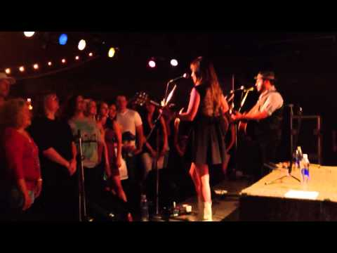 Kacey Musgraves - Follow Your Arrow (live)