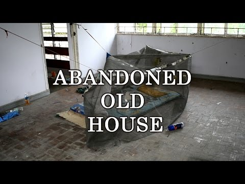 SOMEONE STILL LIVE HERE ?!   Abandoned Old House