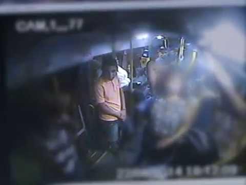 Câmera flagra assalto em ônibus no Recife
