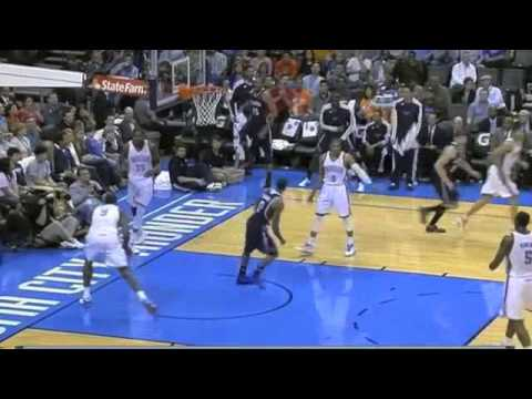 Jeff Teague dunks on Kevin Durant