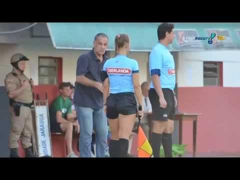 Técnico Celso Teixeira chama Bandeirinha de 'gostosa' após expulsão thumbnail