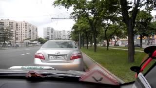 Параллельная парковка с начинающим водителем.