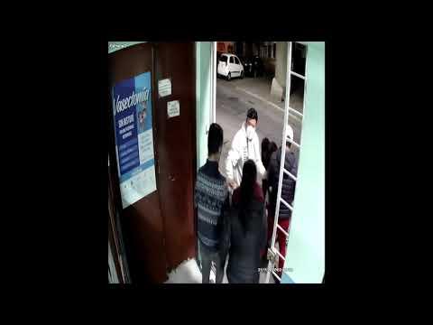 Sujetos golpean e insultan a médico en clínica del Edomex