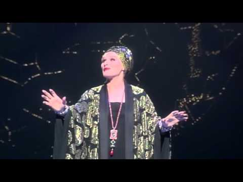 Sunset Boulevard - Glenn Close preparing for the role of Norma Desmond