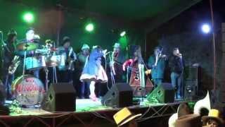 Bailando al ritmo de Chavelita del Perú en Huanza
