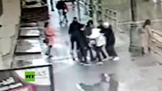Dos futbolistas rusos atacan a un automovilista