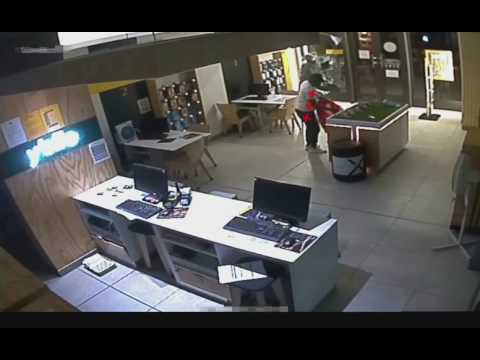 Watch: 2 Criminals break in to retail store after hours