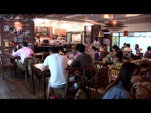Hawker Street Food or Fine dining: Eating Out in Singapore