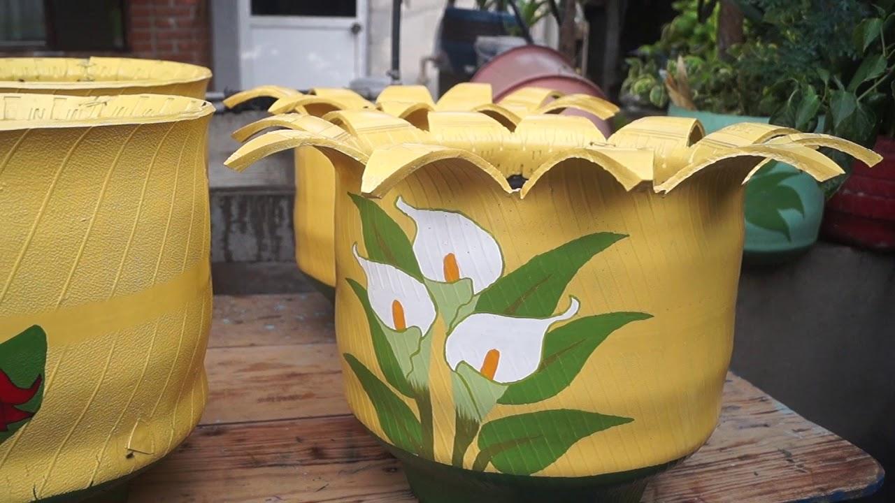 Convierten llantas viejas en macetas pintorescas en for Arreglos de jardines con macetas