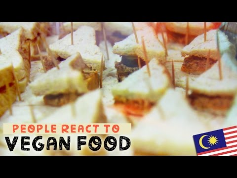 "People Try Vegan ""Fish"" Sandwiches 